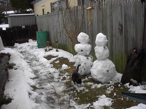 Snowmen in April 2007